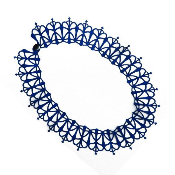 колье из синей замши